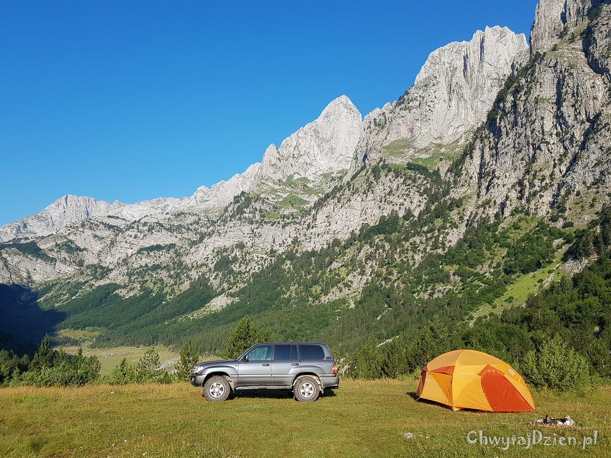 Góry Przeklęte - obozowisko w samym sercu gór