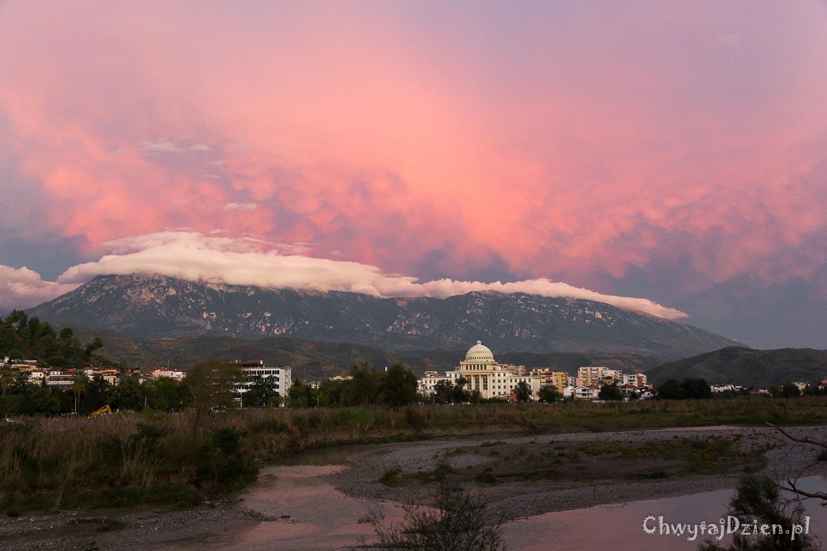 Miasto tysiąca okien i święta góra Tomor