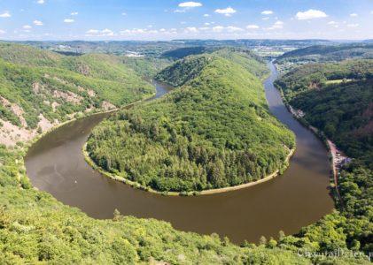 Saarschleife – zakole rzeki Saary i ścieżka w koronach drzew